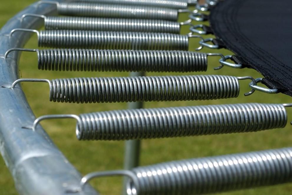 AkroSpring Pro opruge omogučuju, ugodan doskok i velik odskok, a bez štetnog utjecaja na skakača